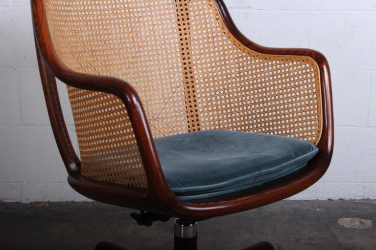 Caned Swivel Desk Chair by Ward Bennett In Good Condition For Sale In Dallas, TX