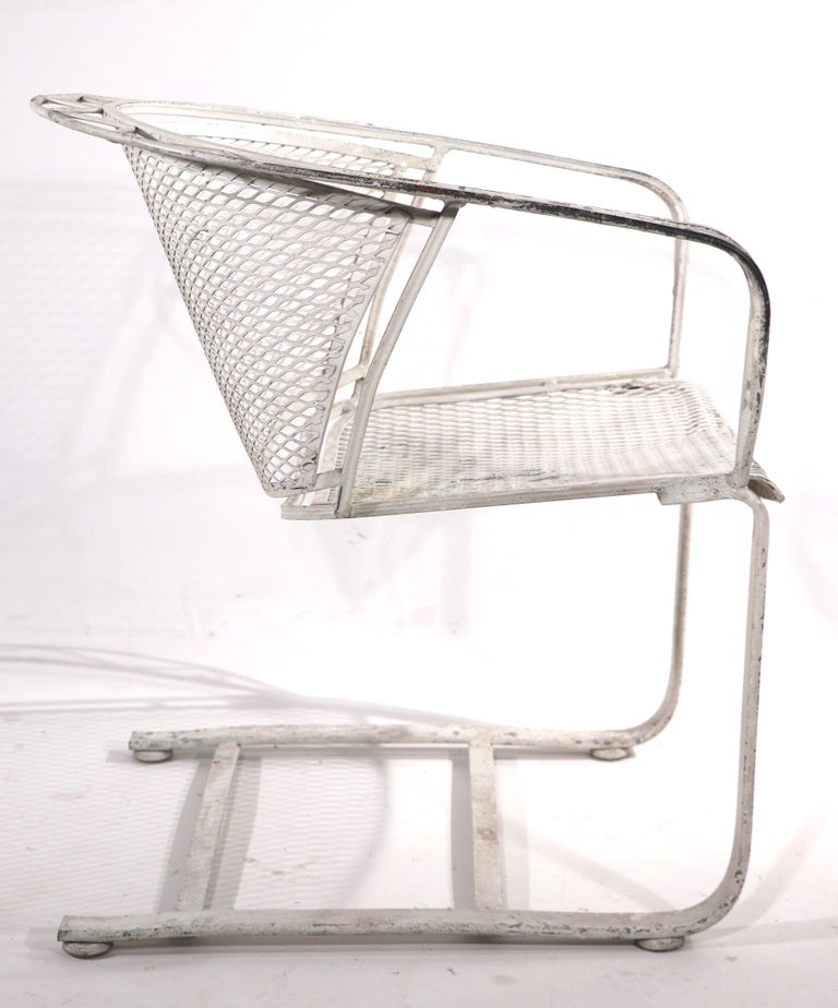 Cantilevered Salterini Lounge Patio Garden Chair In Good Condition For Sale In New York, NY