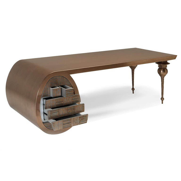 Mixing contrasting textures and shapes, this stunning desk will not go unnoticed and will add an eclectic decorative accent to a modern or contemporary study, where its imposing size will serve as functional working surface. The wooden frame