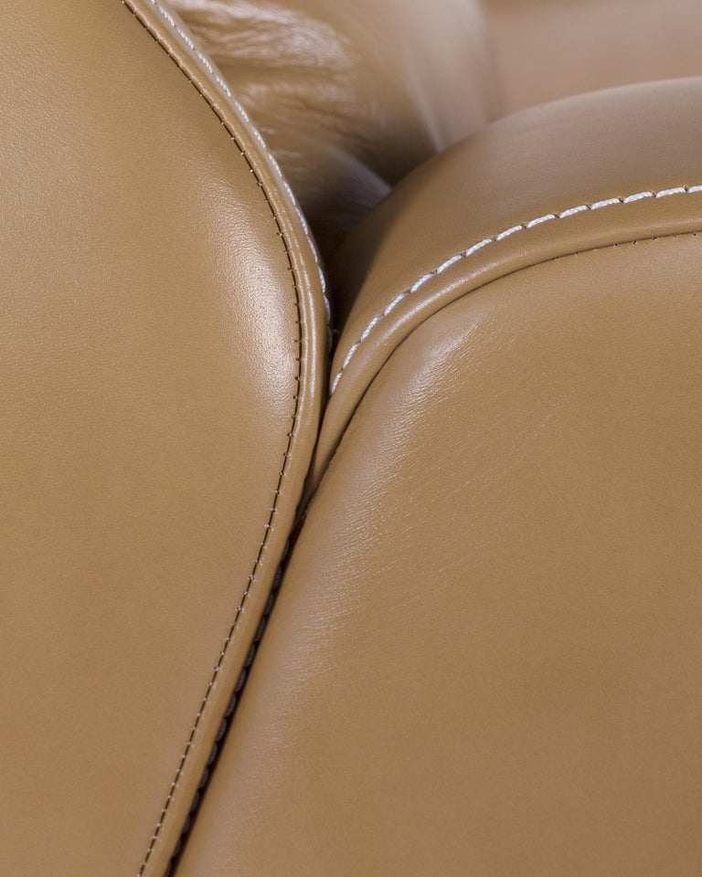 21st Century Capelinhos Armchair Rotating Wood Premium Italian Leather Caramel In New Condition For Sale In Cartaxo, PT
