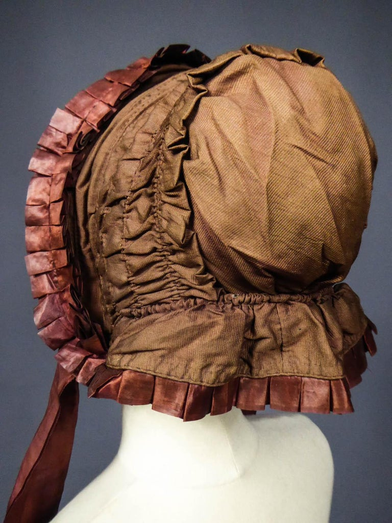 Capote for Little Girl in Taffeta silk with Bavolet Circa 1860 For Sale 3