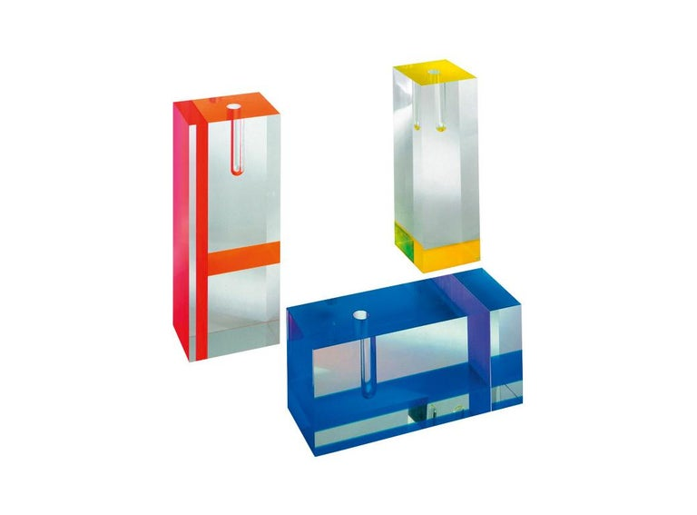 Acrilic vase by Tomoko Mizu is made of plexiglass and is available in three different sizes, in set color pairings. The transparent finish is matched with colorful inserts, to create decorations with a decidedly geometric flair: red/orange, fluo