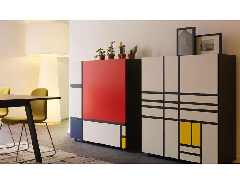 There is a strong connection between Capellini and the art world, as confirmed by the presence of the Homage to Mondrian cabinet in the catalogue. This design, by Shiro Kuramata, is a celebration of one of the pioneers of abstract expressionism,