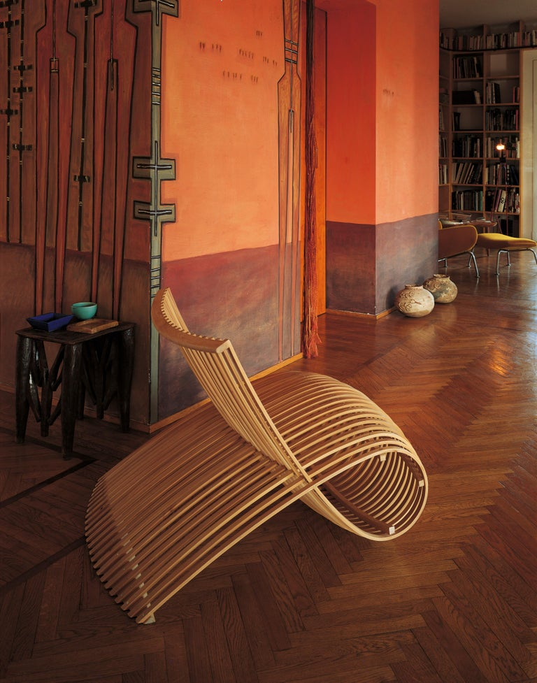 Successful proof of great experimentation and daring, the wooden chair by Marc Newson was born of the desire to push the manipulation of wood to its limits. Wooden chair is a modern, innovative seat, yet it is also warm, cozy and comfortable. The