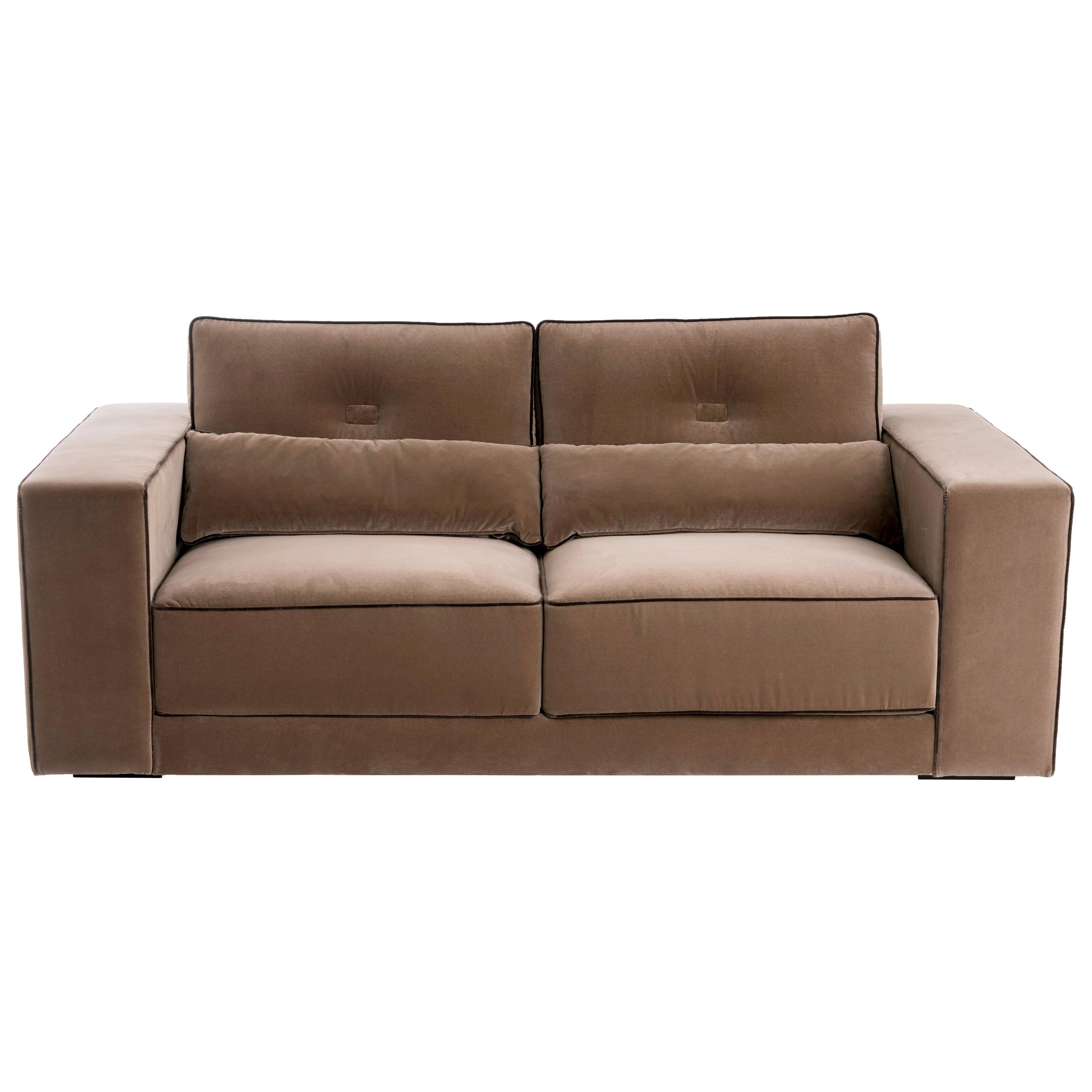 Capricho Midcentury Design Sofa with Contrasting Piping Details