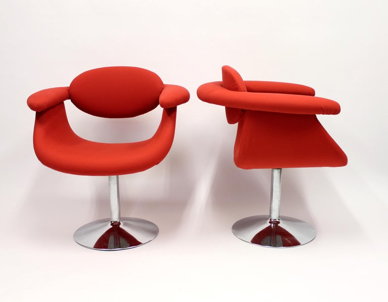 Pair of Captains chair designed by Eero Aarnio for Asko. A true pop design icon of the 1960s. New red upholstery on chrome-plated swivel base. Very good condition.