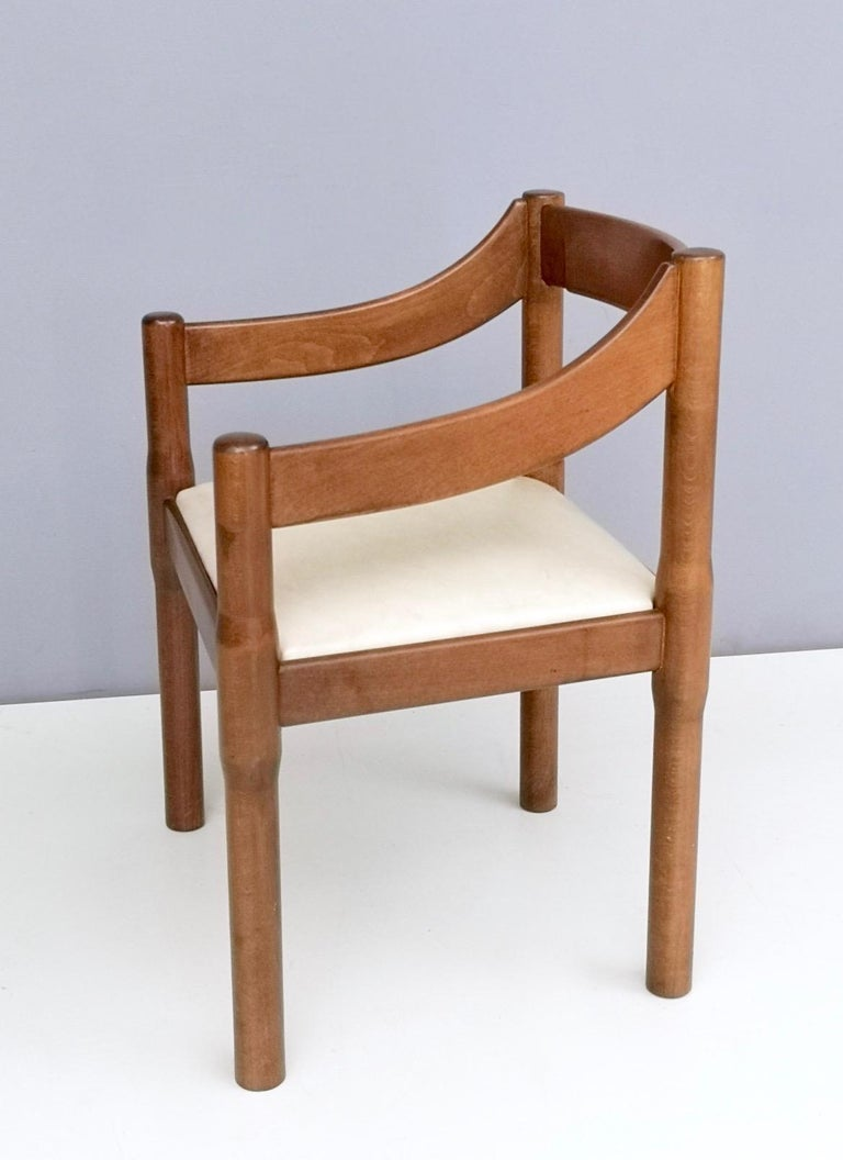 'Carimate' Walnut and Ivory Skai Chair by Vico Magistretti for Cassina, 1960s In Good Condition For Sale In Bresso, Lombardy
