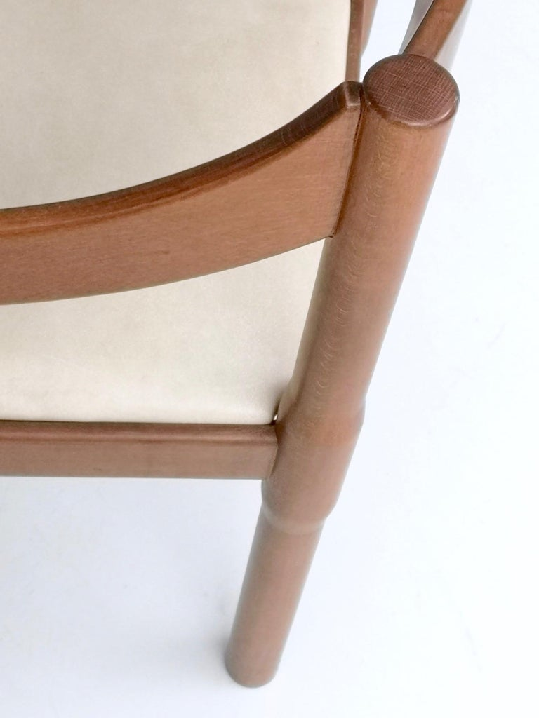 'Carimate' Walnut and Ivory Skai Chair by Vico Magistretti for Cassina, 1960s For Sale 1