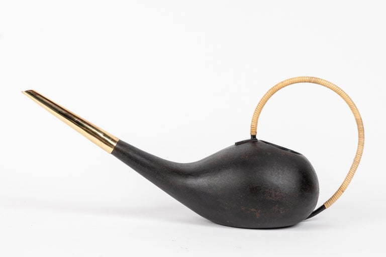 Carl Auböck #3632 watering can in patinated brass and cane. Designed in the 1940s, this incredibly clean and refined Viennese watering can is executed in hand woven cane, polished and darkly patinated brass by Werkstätte Carl Auböck, Austria.