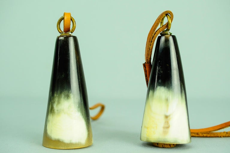 Carl Auböck Bottle Stopper, Horn, Leather, Austria, 1950s In Good Condition For Sale In Wien, AT