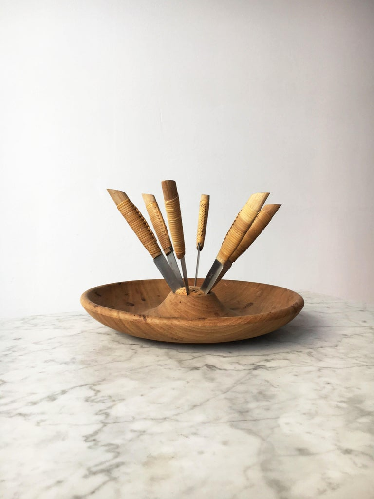 Mid-20th Century Carl Auböck Carved Walnut Fruit Bowl and Knife Set #4640, Austria, 1950 For Sale