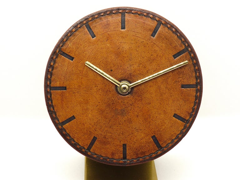 Carl Auböck Midcentury Leather and Brass Desk Table Clock, Austria, 1950s In Good Condition For Sale In Vienna, AT