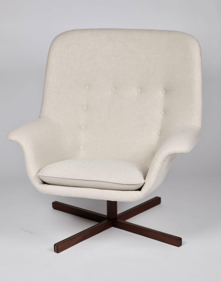 Carl Gustaf Hiort af Ornäs. Revolving armchair, mod. Caravelle, designed by Carl Gustaf Hiort af Ornäs and manufactured by Puunveisto Oy, in Finland 1962. Teak and upholstery. Excellent condition and completely new upholstery. Sleek 1960s design