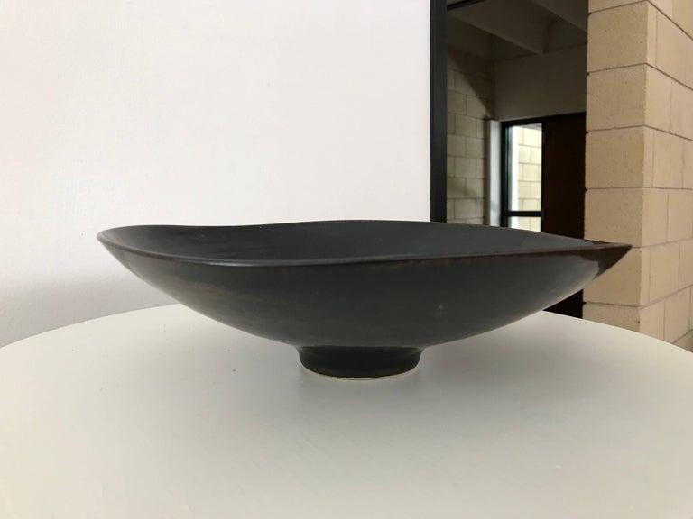 Carl Harry Stålhane for Rörstrand Stoneware Biomorphic Bowl in Haresfure Glaze For Sale 3