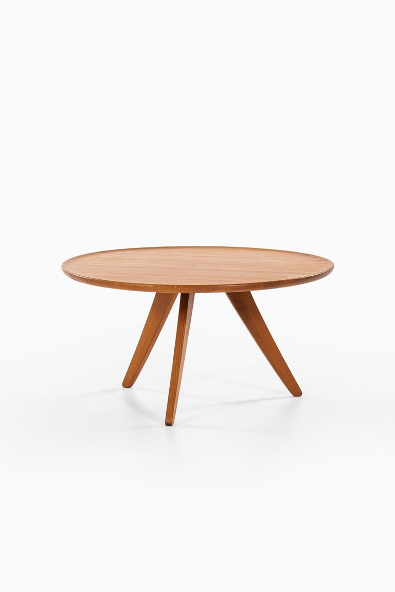 Rare coffee table designed by Carl Malmsten. Produced by Svensk Fur in Sweden.