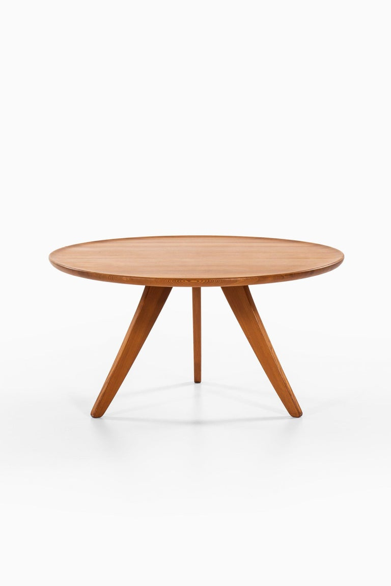 Carl Malmsten Coffee Table Produced by Svensk Fur in Sweden In Good Condition For Sale In Malmo, SE