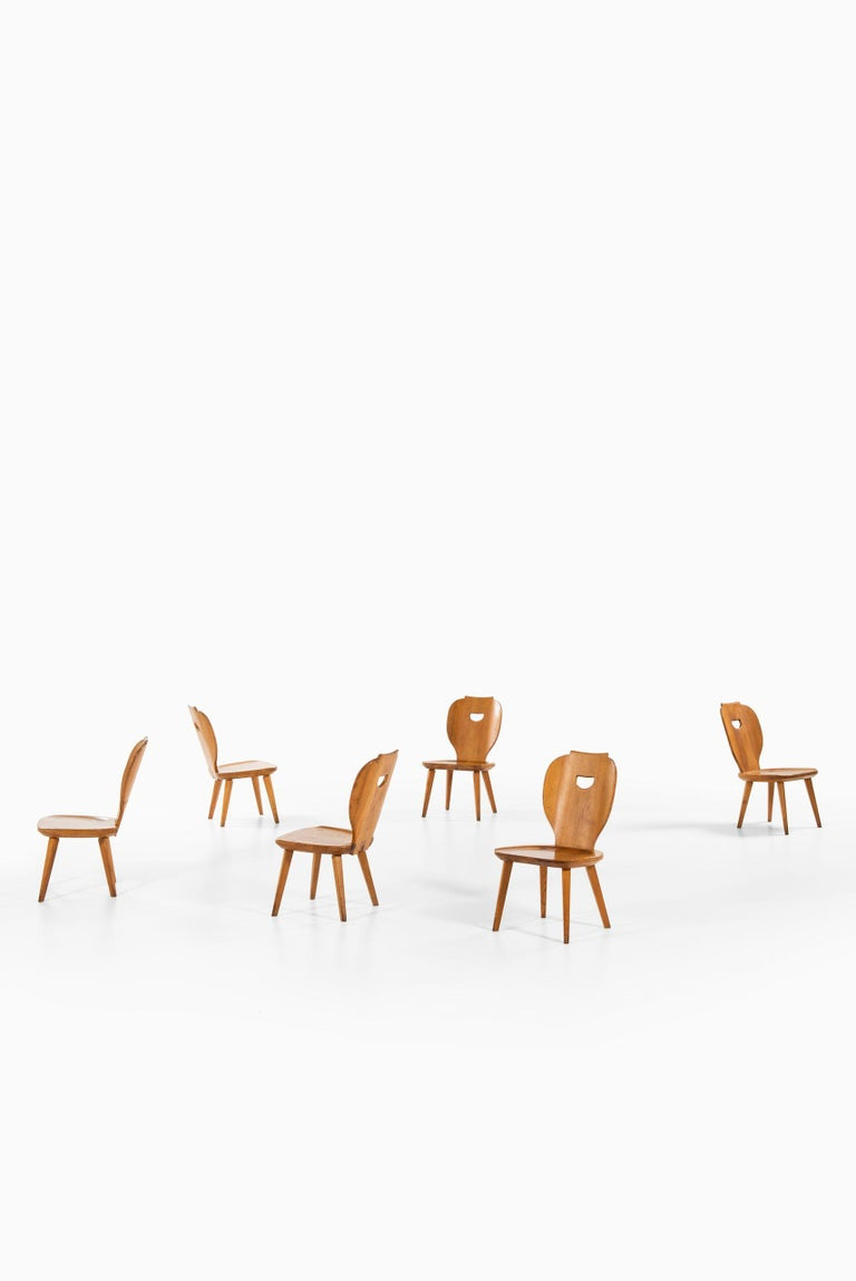 Rare set of 6 easy chairs and coffee table designed by Carl Malmsten. Produced by Svensk fur in Sweden. Dimensions easy chairs (W x D x H): 45 x 52 x 74.5 cm, SH: 34.5 cm. Dimensions coffee table (W x D x H): 100 x 100 x 50 cm.
