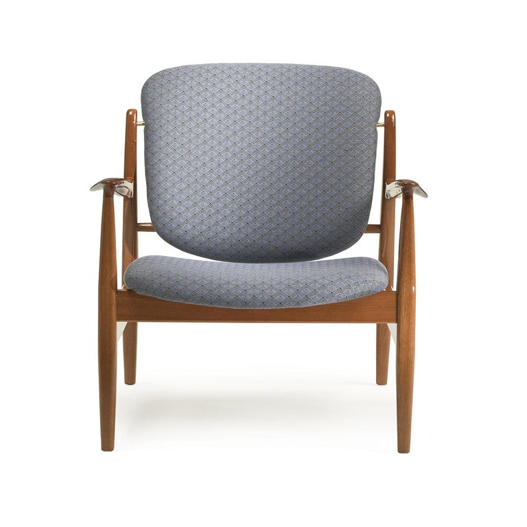 An ode to midcentury charm and comfortable sophistication, this stunning armchair will be perfect in an entryway, in a living room around the coffee table or to a bedroom as accent piece. The straight and diagonal lines of the wooden structure with