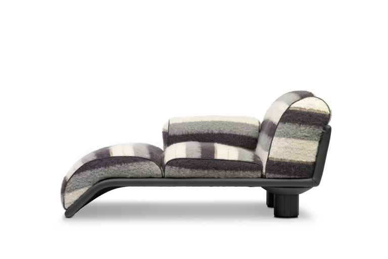 20th Century Carlo Bartoli Rossi di Albizzate Chaise Longue Reupholstered in Dedar Oz Fabric For Sale