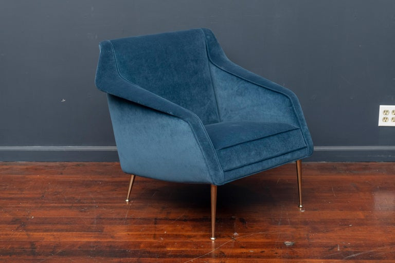Carlo de Carli design lounge chair for Singer & Sons, Italy. Newly upholstered in cotton velvet with polished brass legs.