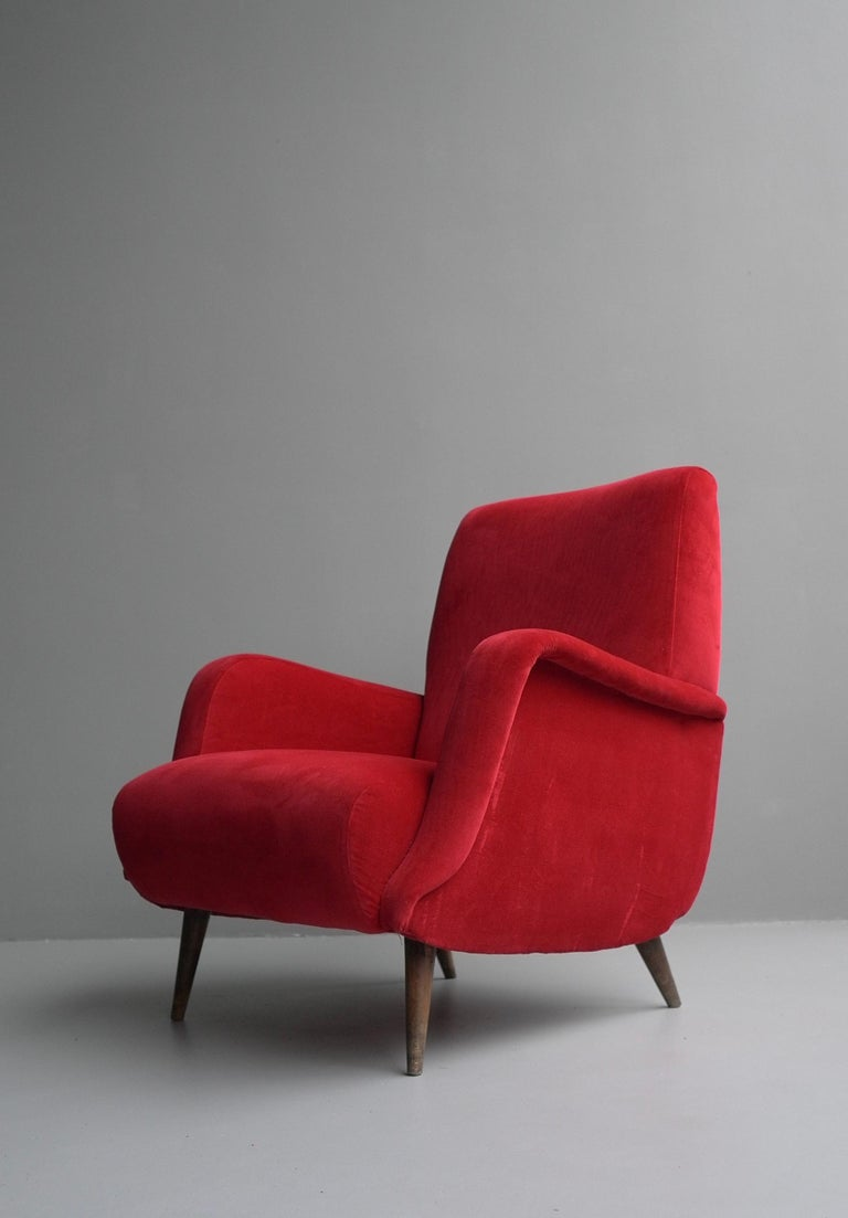 Carlo de Carli Red velvet and Walnut Armchair Model 806 by Cassina, Italy, 1955 For Sale 3
