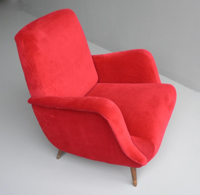 Carlo de Carli Red velvet and Walnut Armchair Model 806 by Cassina, Italy, 1955 For Sale 6