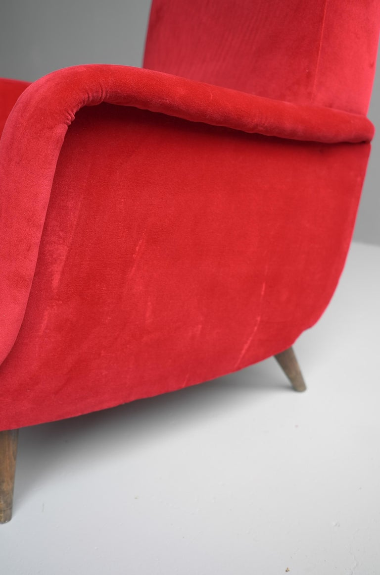 Carlo de Carli Red velvet and Walnut Armchair Model 806 by Cassina, Italy, 1955 For Sale 8