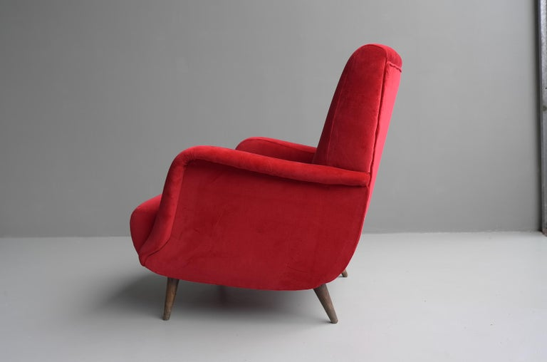 Carlo de Carli Red velvet and Walnut Armchair Model 806 by Cassina, Italy, 1955 For Sale 10