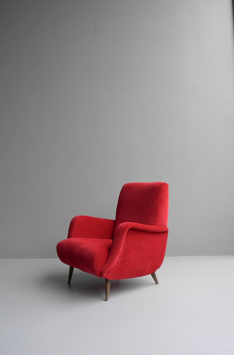 Carlo de Carli red armchair model 806 by Cassina, Italy 1955. It is recent upholstered in a velvet style fabric. The legs are made from solid walnut.