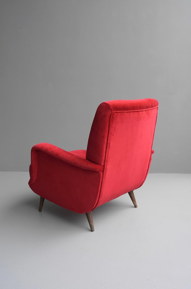 Mid-Century Modern Carlo de Carli Red velvet and Walnut Armchair Model 806 by Cassina, Italy, 1955 For Sale