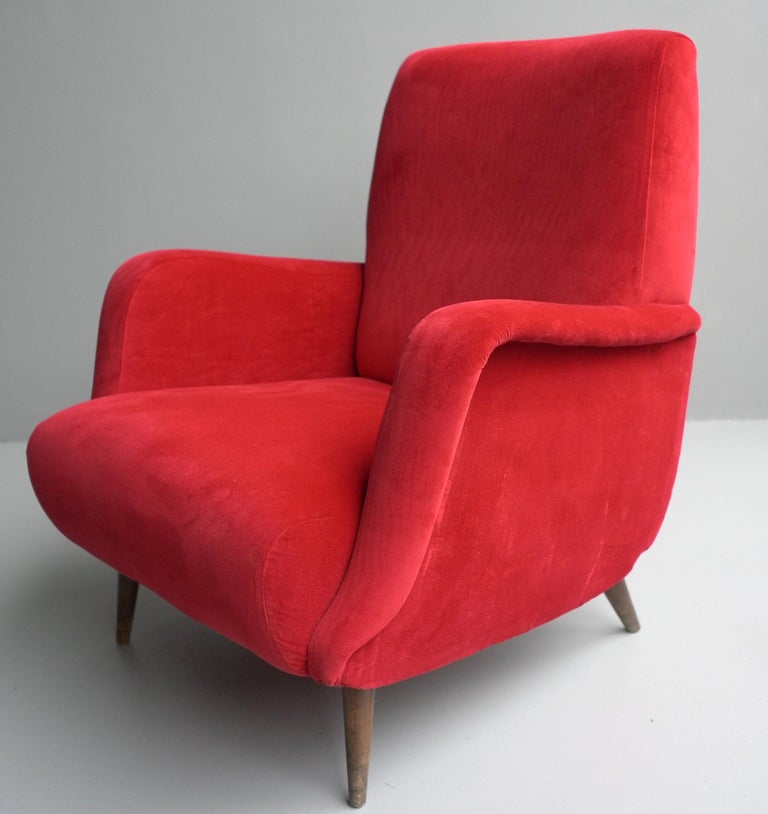 Carlo de Carli Red velvet and Walnut Armchair Model 806 by Cassina, Italy, 1955 For Sale 1