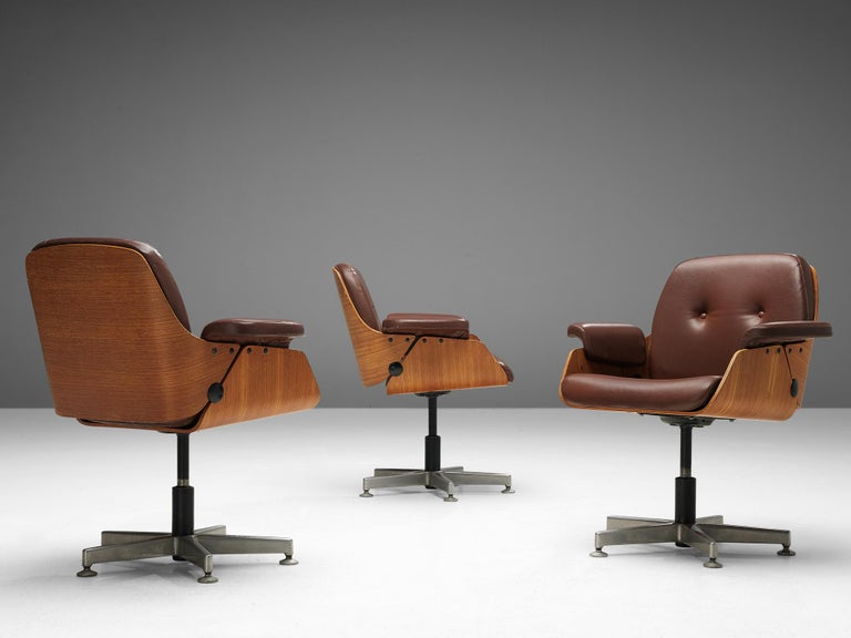 Carlo Fongaro Set of Eight Conference Chairs 'Probjeto' in Mahogany and Leather For Sale 4