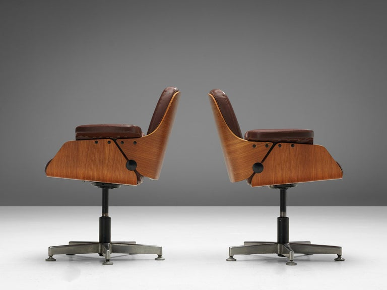 Late 20th Century Carlo Fongaro Set of Eight Conference Chairs 'Probjeto' in Mahogany and Leather For Sale