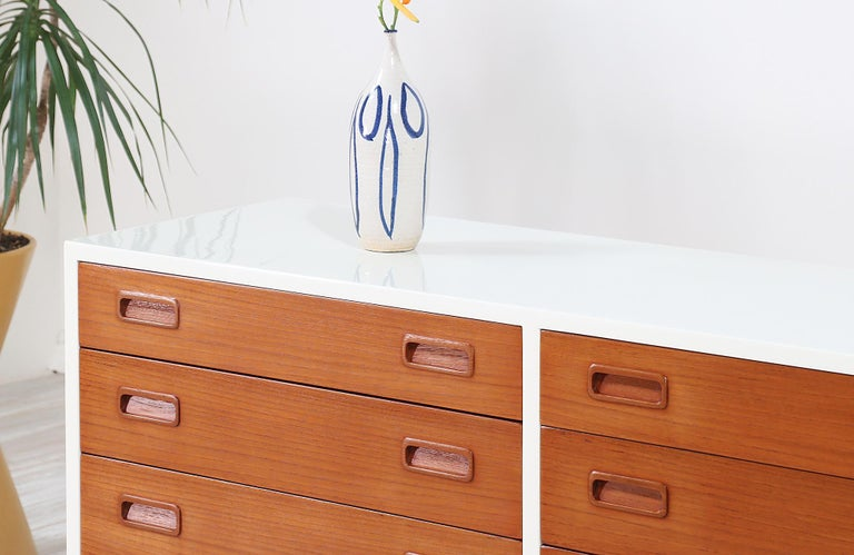 Carlo Jensen Lacquered and Teak Dresser for Hundevad & Co. In Excellent Condition For Sale In Los Angeles, CA