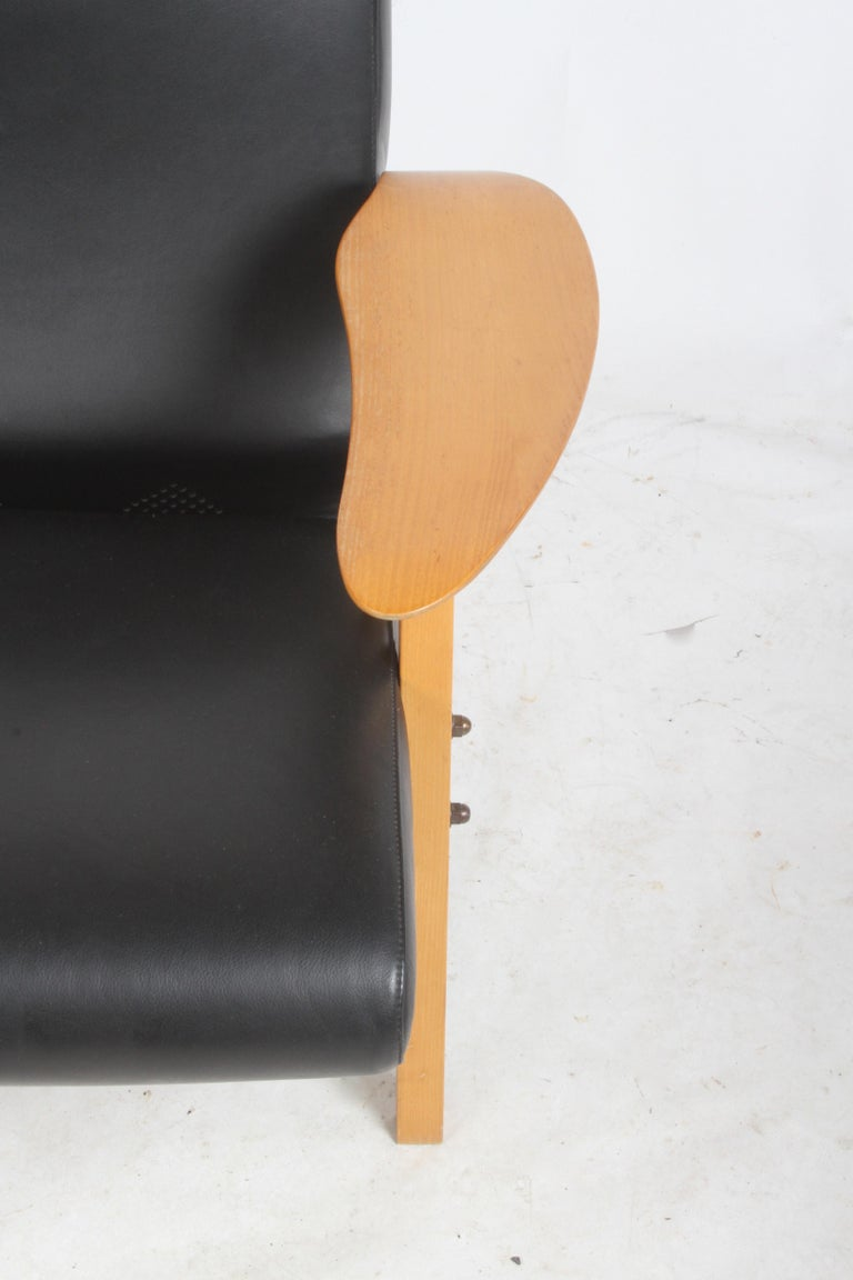 Carlo Mollino Gilda Lounge Chair by Zanotto Italy In Good Condition For Sale In St. Louis, MO