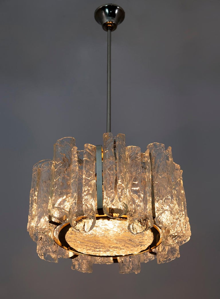 Beautiful Murano glass chandelier, made by Carlo Nason for Mazzega in the 70s, the chandelier is composed of sixteen cylindrical cannuoli and a blown glass disc, the structure is in steel, illuminated by four light bulbs.