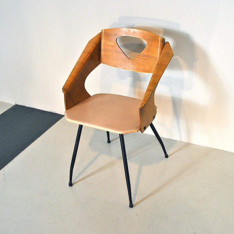 An icon of Italian design this chair in curved wood by Carlo Ratti, 1955.