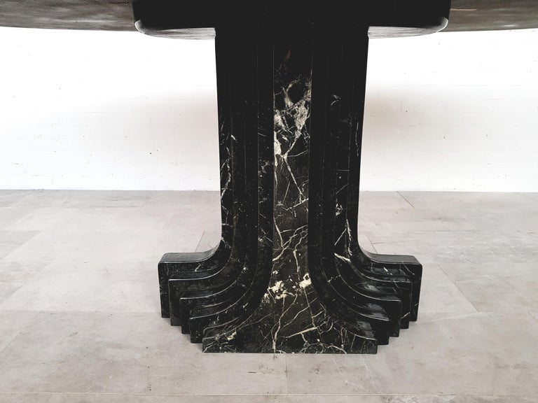 Mid-Century Modern Carlo Scarpa Dining Table in Nero Marquina Marble For Sale