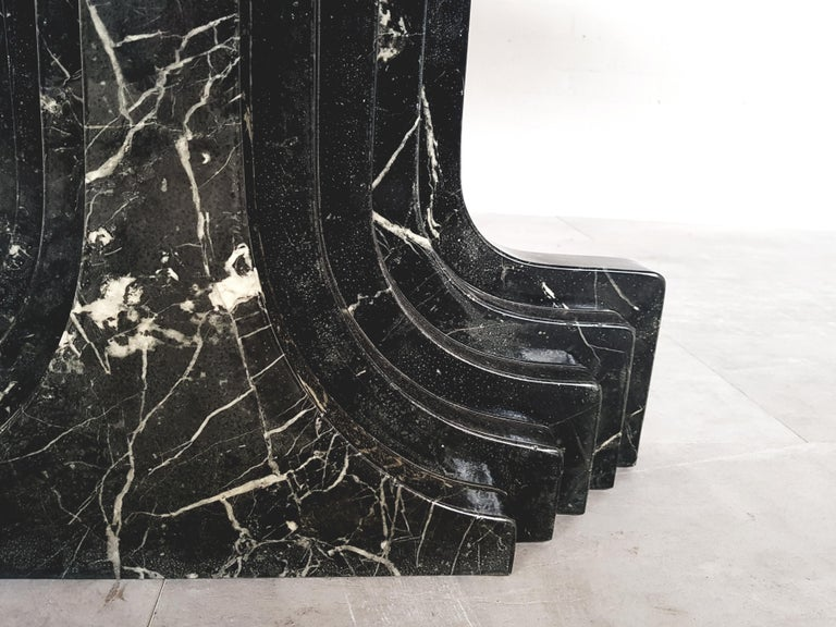 Carlo Scarpa Dining Table in Nero Marquina Marble In Excellent Condition For Sale In Antwerp, BE