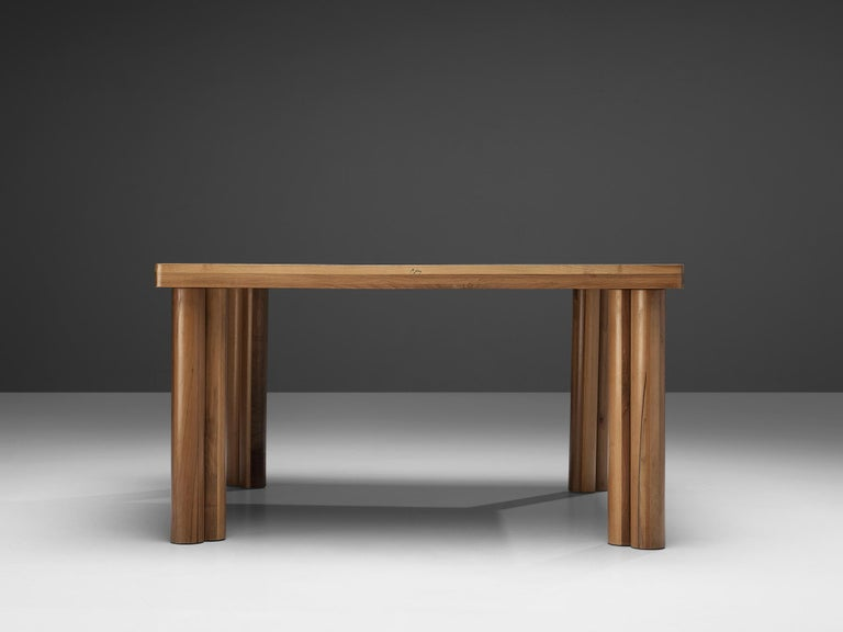 Carlo Scarpa for Bernini 'Scuderia' Dining Table in Walnut In Good Condition For Sale In Waalwijk, NL