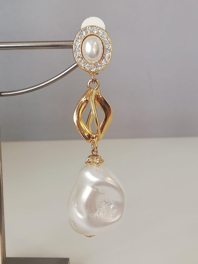 Beautiful and chic earrings by Carlo Zini Non allergenic brass 18 KT Gold dipped Amazing combinations of baroque pearls and swarovski crystals  Clip on closure, pierced on request Length cm 8 (3.14 inches) 100% Artisanal work, made in