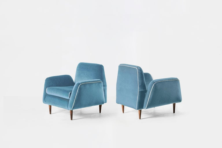 Carlos Hauner & Martin Eisler Blue Velvet Pair of Armchairs, Brazil, 1955 In Good Condition For Sale In Barcelona, Spain