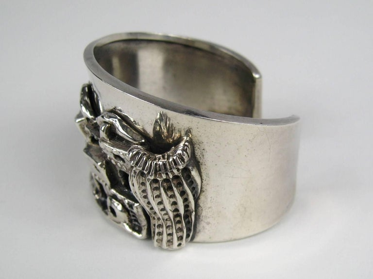 Carol Felley Story Teller Sterling Silver 1989 Cuff Bracelet In Good Condition For Sale In Wallkill, NY
