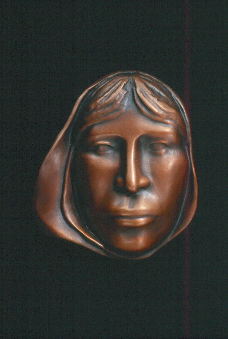 Mujer - Sculpture by Carol Gold