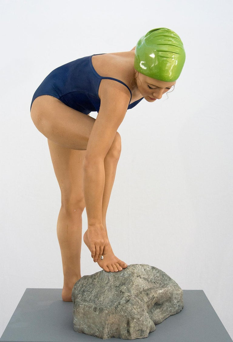 The Message 3/6 - Sculpture by Carole Feuerman