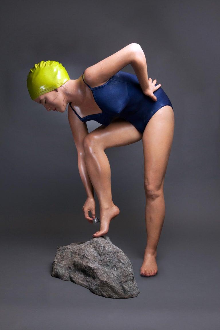 Carole Feuerman Figurative Sculpture - The Message 3/6