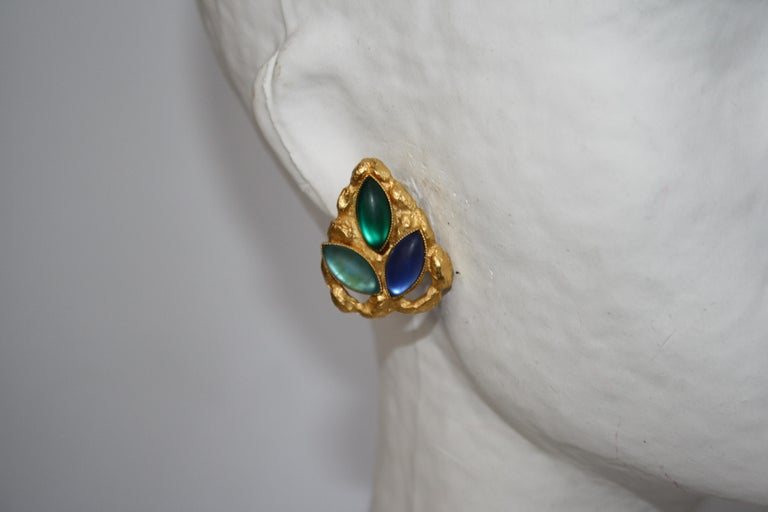 Carole St Germes Vintage Stone Clip Earrings In New Condition For Sale In Virginia Beach, VA