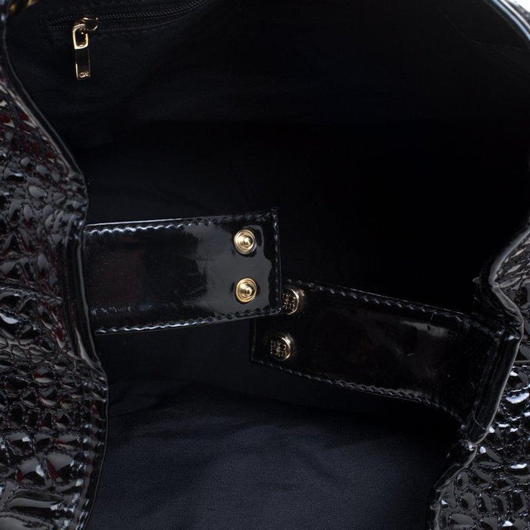 Carolina Herrera Black Croc Embossed Patent Leather Tote For Sale 3
