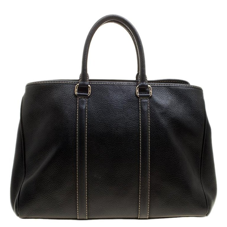 Featuring a durable leather body, this bag can easily be styled with both informal and formal looks. You will love this fabulous bag, made in thrilling black hue, to match your dress. This classy bag has an equally beautiful interior lined with