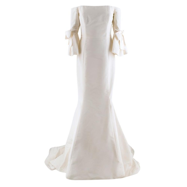 Carolina Herrera Bridal Spring collection 2018 Faye Dress. Features bow sleeves, and a close-fitting silhouette and flared hem. RRP £5,500  - Concealed zip and hook fastening - Comes with original clothing bag  Please note, these items are pre-owned